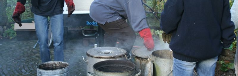 Na de oven komt het in de raku ton